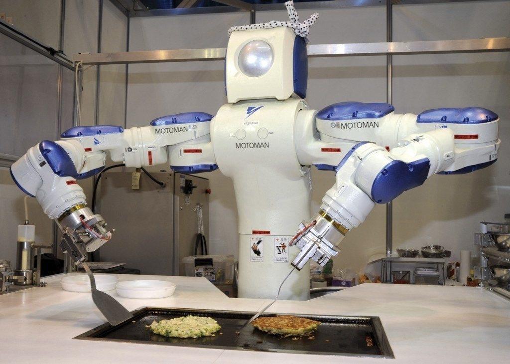 JAPAN - NOVEMBER 25: Robot Show In Tokyo, Japan On November 25, 2009 - A cooking robot named 'MOTOMAN' producted by Toyo Riki Engineering Co., Ltd - makes pancakes during International Robot Exhibition 2009, at Tokyo Big Sight. (Photo by Katsumi KASAHARA/Gamma-Rapho via Getty Images)