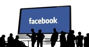 facebook valt linkedin aan