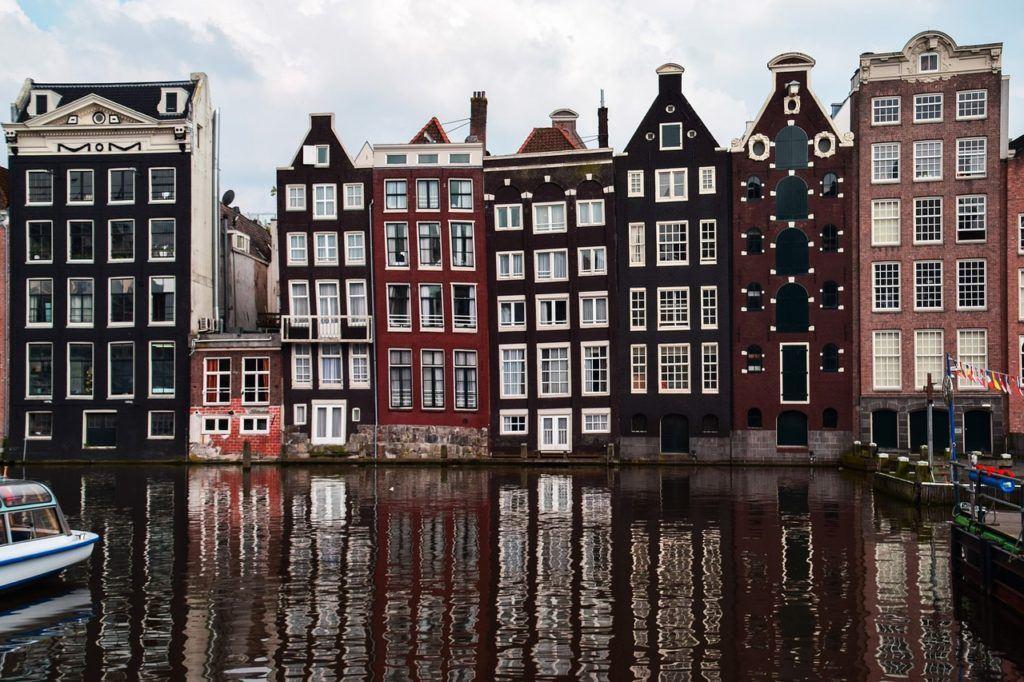 In Amsterdam is de krapte het ergst: 200.000 vacatures, op 850.000 inwoners