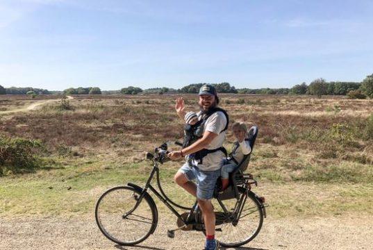 marco op de fiets
