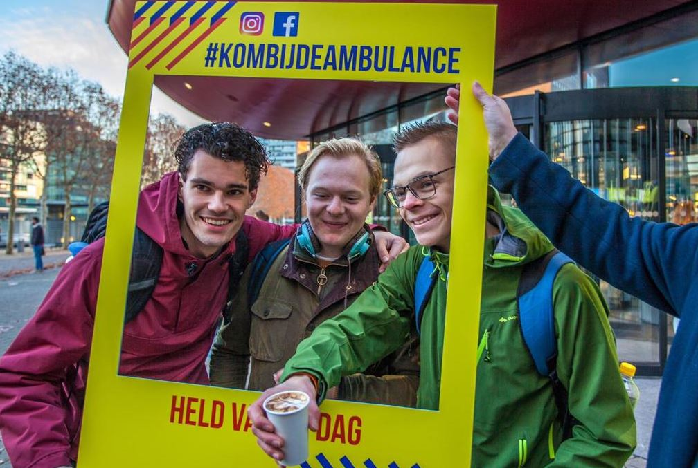 koffie held ambulances