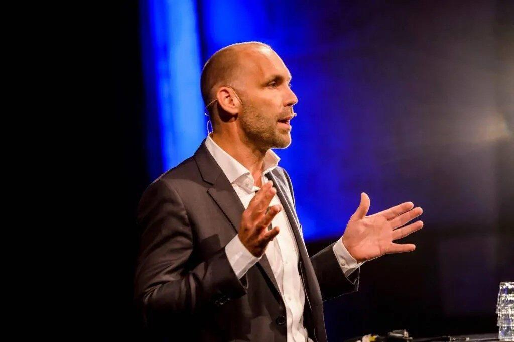 Futurist Richard van Hooijdonk: 'Recruiter wacht vet nieuw businessmodel'