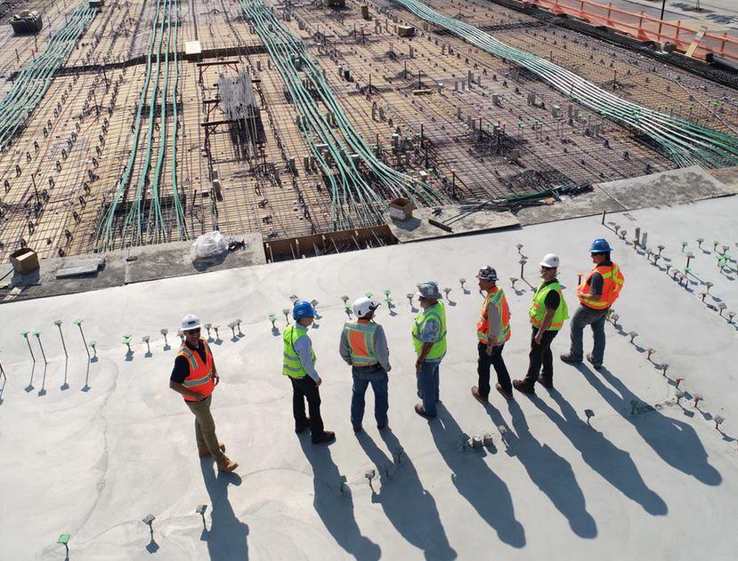 De bouwsector kraakt en piept, maar kampt tegelijk met vele vacatures
