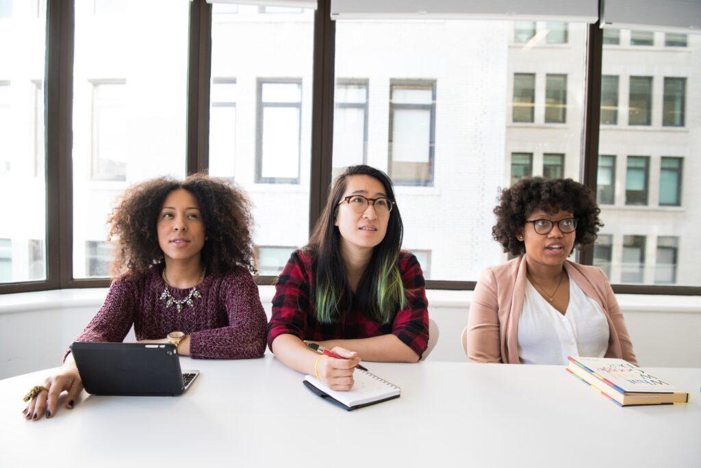 Waarom meer leidinggevende vrouwen zorgen voor een algeheel betere werkervaring