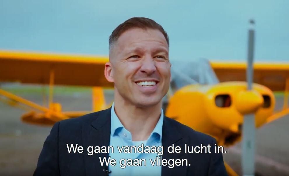Daan gaat vliegen: hoe deze Rotterdamse bemiddelaar 1.000 mensen vanuit de lucht bedankte
